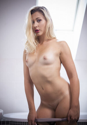 Mind-blowing blonde gently masturbates with sextoy before bathing in the morning