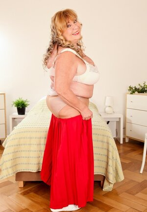 Old Real bbw squeezes heavy breasts in a bra after shades long red skirt