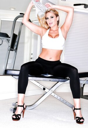 Blonde cougar Alanah Rae does workout in leggings that accentuate her assets